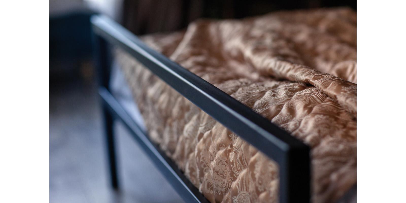Металлическая кровать 140х200 Атланта с ортопедическим основанием (черный) S002/1-4